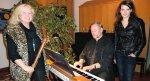 Elisabeth Klinger (Bassblockflöte), Peter Klinger (Klavier) und Nadine Scholz (Gesang).